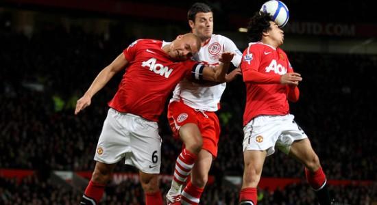 C'est bien une tête de Brown qui donne la victoire à Manchester United