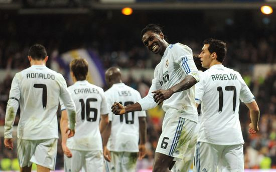 Emmanuel Adebayor royal avec le Real Madrid